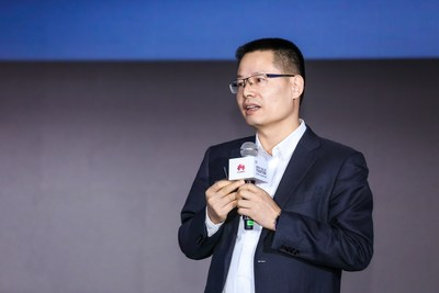 Kevin Hu, President of Huawei's Data Communication Product Line, announces full upgrades of Huawei's intelligent IP network solution